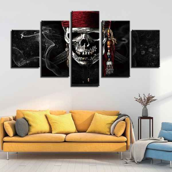 Pirate skull painting on wall