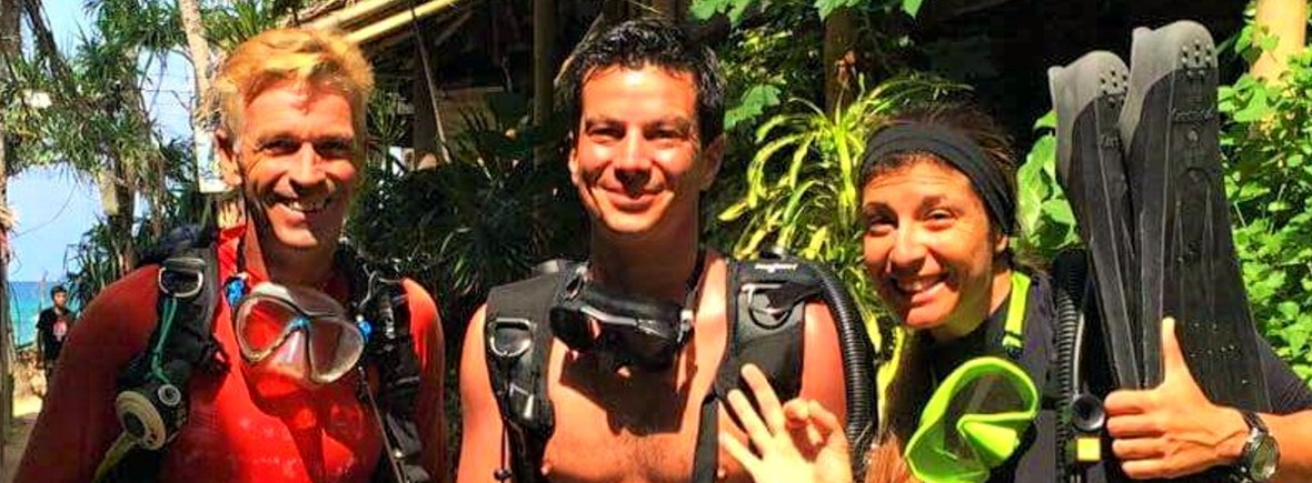 3 expeirencedivers get ready to diving in coron