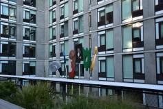 ตึกของบ.อะไรไม่รู้ แต่สีให้ฟีลกูเกิ้ลมากจา 555