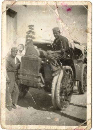Επιστράτευση 1940. Ο Δημήτρης Νομικός ως οδηγός φορτηγού