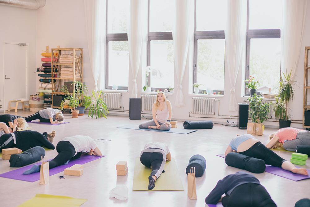 Tule Vinyasa joogasse, luba endal õppida midagi uut, midagi mis aitab muuta suunda ja kasvada inimesena!  Esmaspäeviti kell 17.30 Neljapäeviti 17.30 Asukoht: City Yoga stuudio | Tallinn, Niine 11 | 4. korrus  Soovid rohkem teada? Vastan meeleldi sinu küsimustele! 📧 email: piretlaasik@gmail.com 📱 helista: 5253948 Küsi rohkem infot  ♡