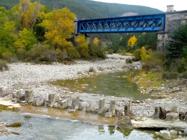 Antigo puente rio Ijuez