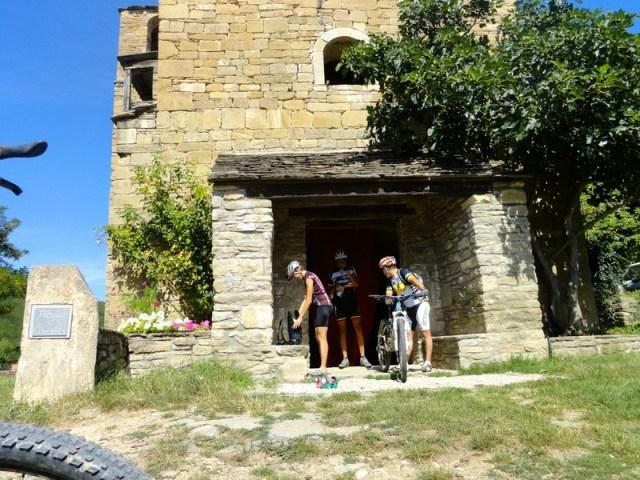 Vista exterior de la iglesia de Ibort