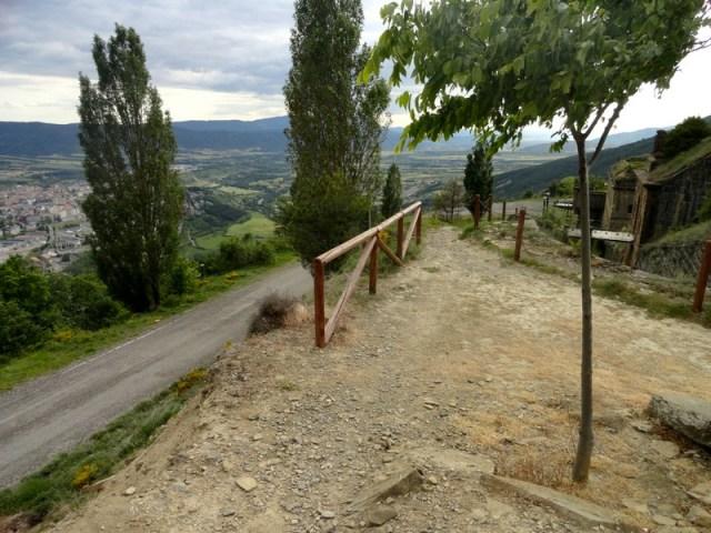 Camino que rodea el fuerte de Rapitán
