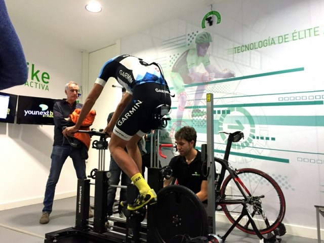 Colocación del ciclista con el sensor de galgas sobre el sillín