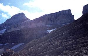 Refugio de Serradets bajo la Brecha de Rolando - entrada a Ordesa