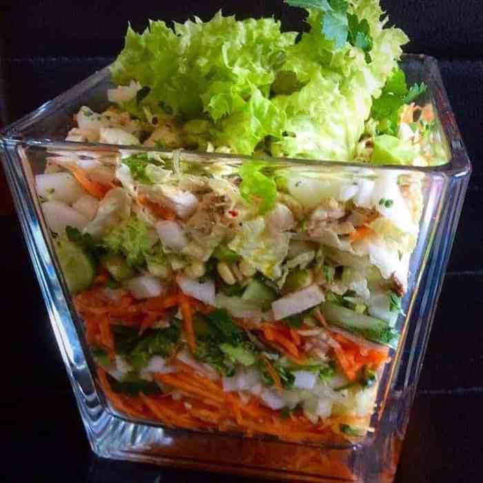 sluoksniuotos salotos su vistiena