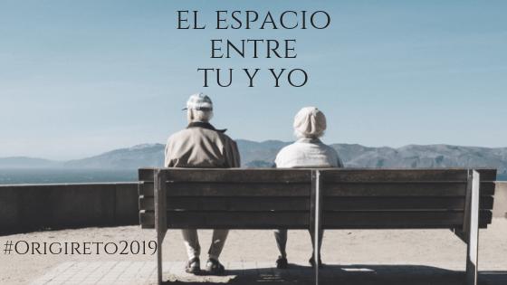 PirraSmith - Origireto2019 el espacio entre tu y yo pareja mayor sentada en un banco
