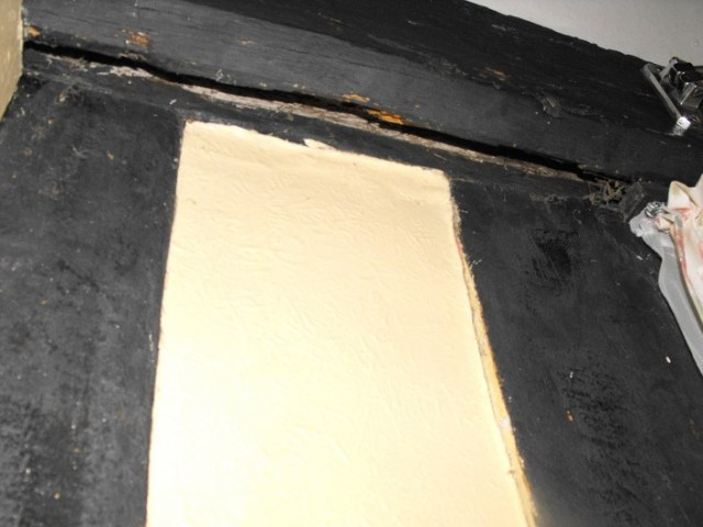 Picture of shutter groove cut into the inserted wall plate. The wall plate was fixed to the inside of the wall when the open hall was floored in and supports the joist ends.