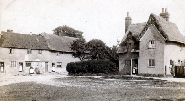 This photograph was taken by the Hitchin photographer Latchmore and made into a postcard.