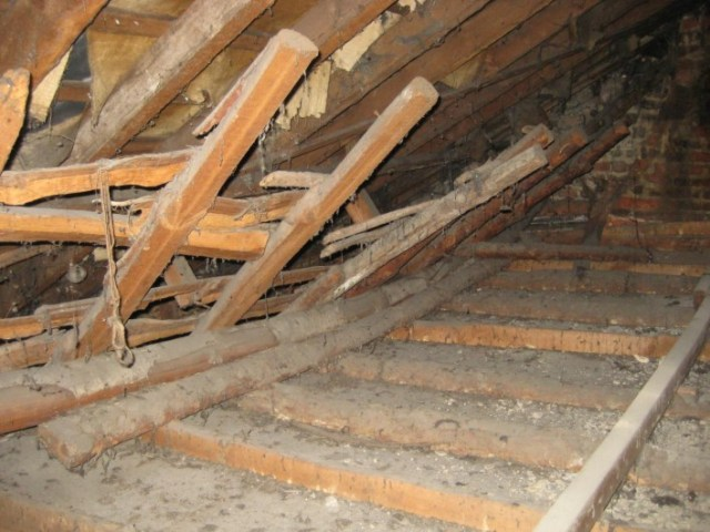 Skeleton of the original roof timbers showing that they were cut off and of a steeper profile than the replacement roof.