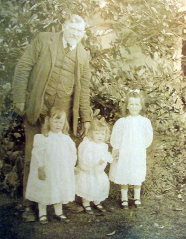 Bob Davis with his 3 daughters Helen, Vera and ?