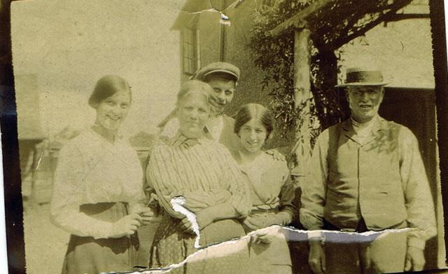 Rose, Caroline,Harry, John Hansdcombe outside Woodbine. The young girl is Lily Ashton, Caroline's sisters Naomi's daughter.