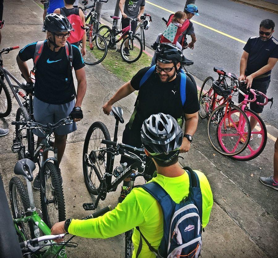 ciclistas socializan