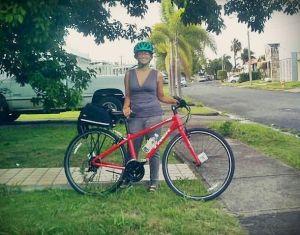 La bicicleta es su transporte principal.