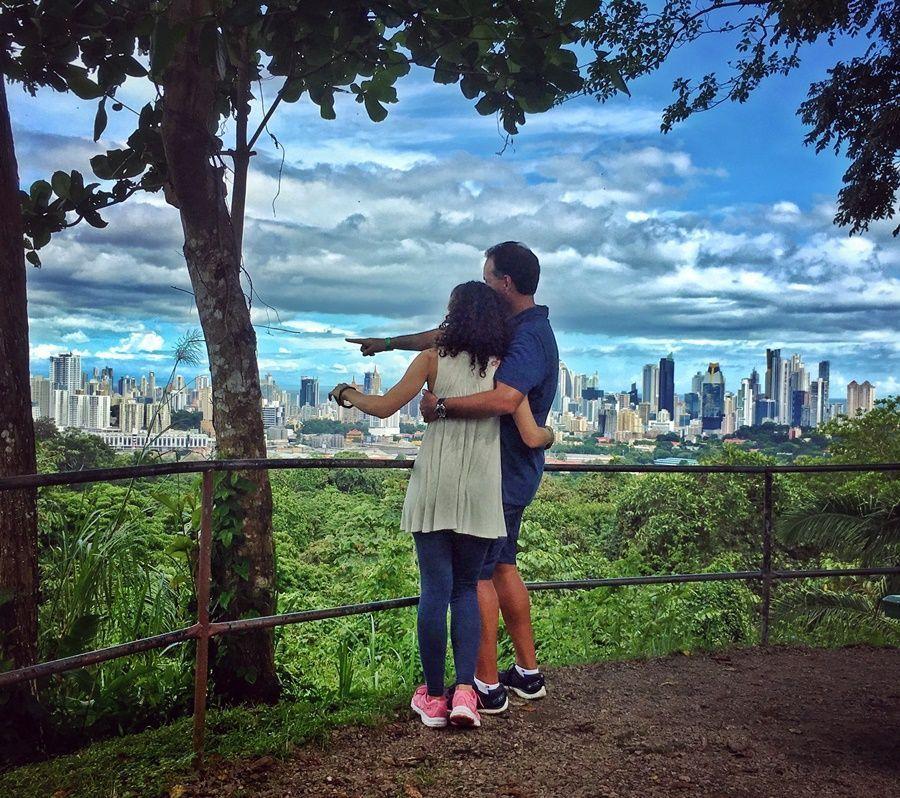 Durante nuestro viaje a Panamá, explorando un parque.