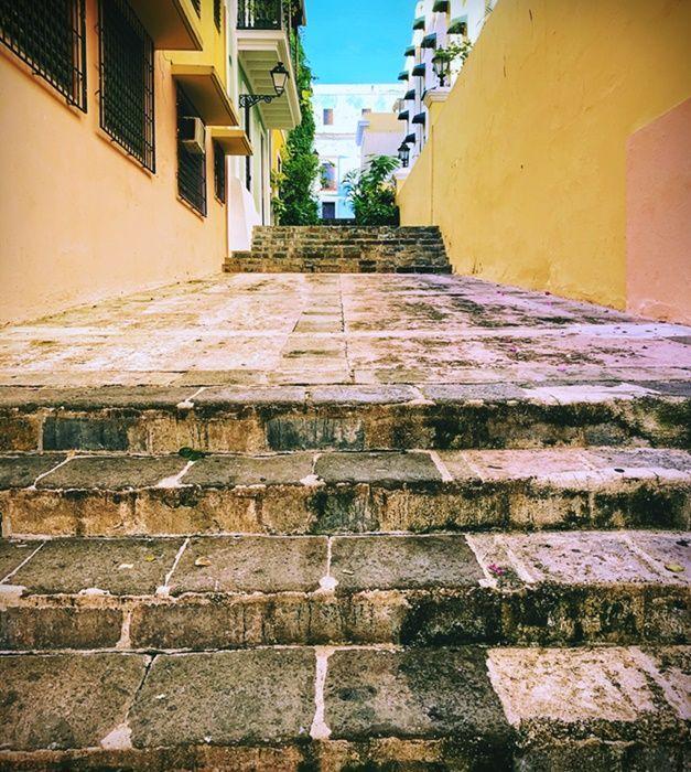 Escaleras en Viejo San Juan en donde entrené para el Maratón de la Muralla China.
