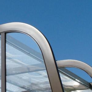 L'abri haut Asymétrique avec une ossature en aluminium et inox de qualité