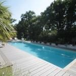 Le couloir de nage est une piscine sportive et design