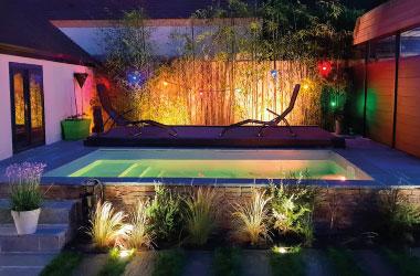 Éclairage piscine pour une ambiance unique. Projecteur LED couleurs