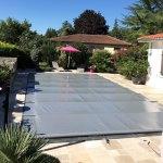 Couverture à barres de sécurité pour piscine