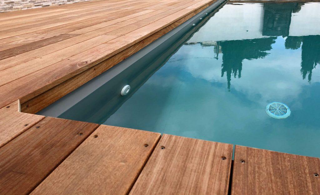 terrasse en bois pour piscine enterree