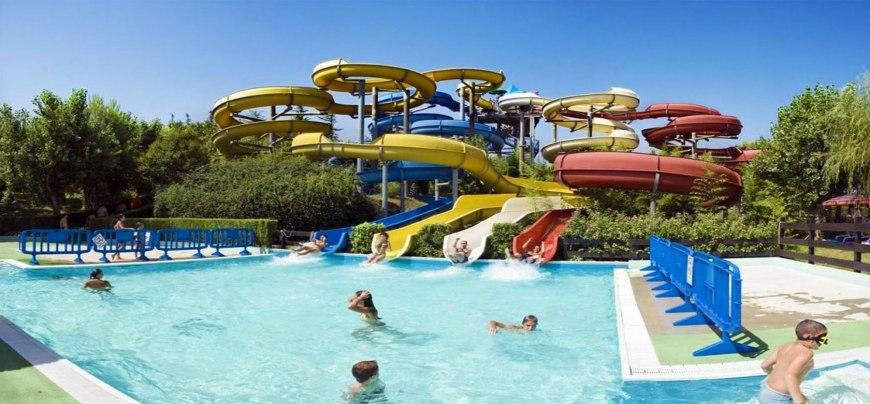 Vacanze in piscina e allacquapark  Il mondo delle Piscine