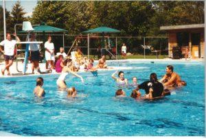 Une journée à la piscine en 1996
