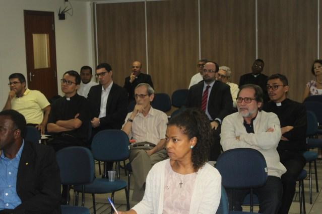 Sala com alunos de mestrado em direito canonico