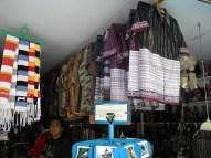 tempat penjualan cindera mata di Pulau Samosir