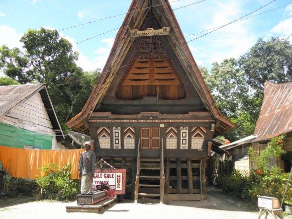 Rumah adat di Pulau Samosir