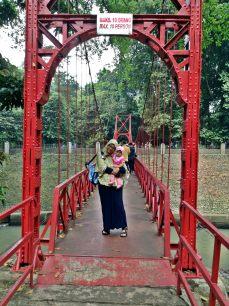Narsis di Jembatan Merah