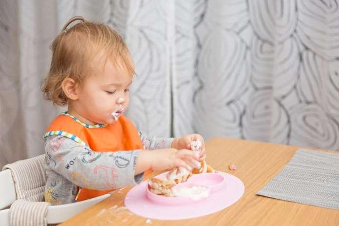 ребенок 1 год 5 месяцев кушает