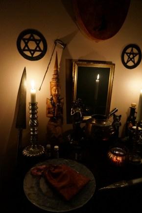 Это ритуал с демоном Самигина из Гоетии.