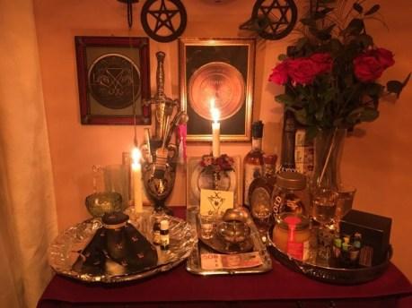 Dies ist ein Ritual mit Dämon Sabnock aus Goetia. Ich bezahle Sabnock mit Bargeld.