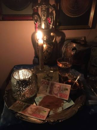 これは私の魔女の祭壇です。私は魔法の呪文をやっています。