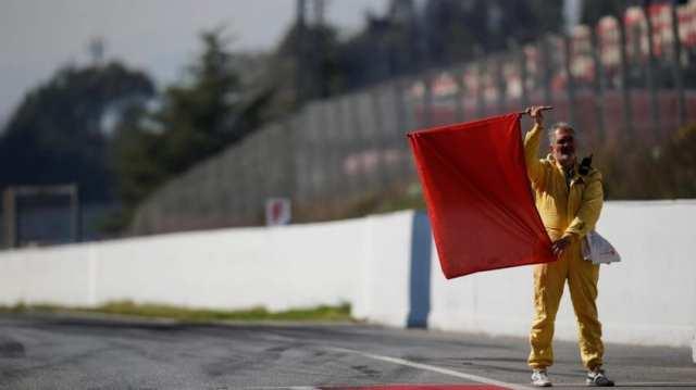 Bander roja pretemporada McLaren