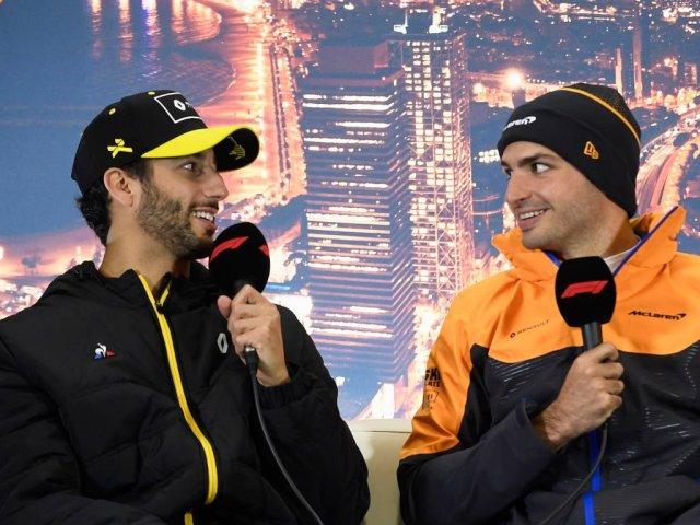 Daniel y Carlos sonrientes durante los F1 Testing
