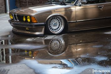 Bagged BMW E23 7 Series Shows Long Mod Lists Don't Mean A Thing