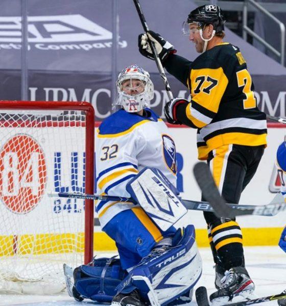Pittsburgh Penguins Jeff Carter, Michael Houser, Buffalo Sabres