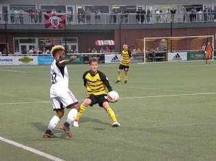 Andy Lubahn defending