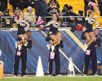 Pitt Cheerleaders October 27, 2016 (Photo credit: David Hague)