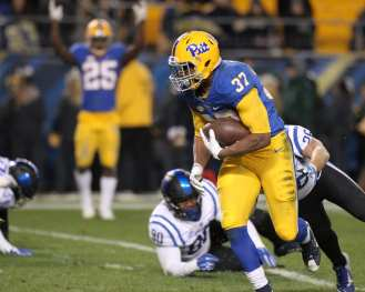 Qadree Ollison runs in for the touchdown on November 19, 2016 (Photo by: David Hague)