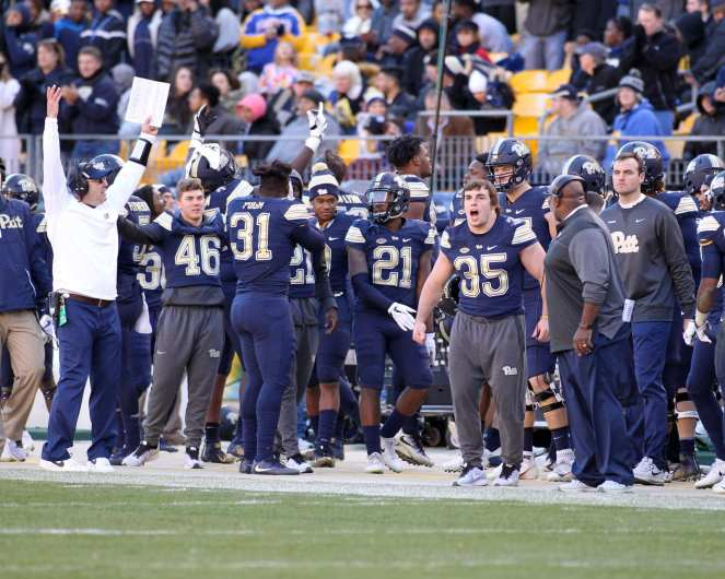 Pitt Bench reacts to big play November 24, 2017 -- DAVID HAGUE/PSN