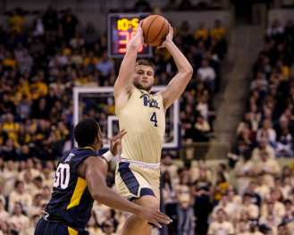 Ryan Luther (4) catches an inbounds pass as the Pitt Panthers take on West Virginia on December 9, 2017 -- DAVID HAGUE