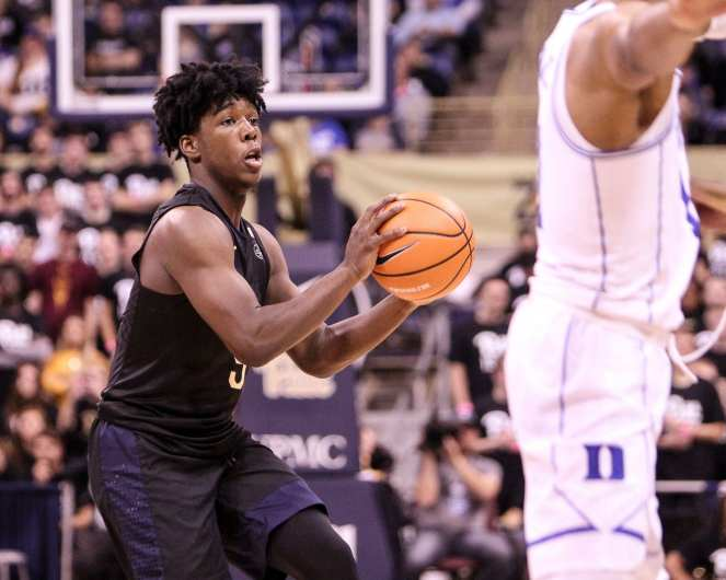 Marcus Carr (5) looking for the pass against Duke on January 10, 2018 -- DAVID HAGUE