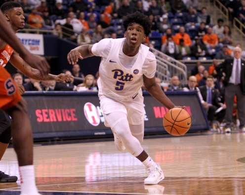 Marcus Carr (5) eyes up the hoop against Syracuse on January 27, 2018 -- DAVID HAGUE