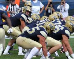 Kenny Picket (8) and the offensive line September 1, 2018 -- DAVID HAGUE
