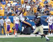 Donovan McDonald (83) cant come up with the catch September 1, 2018 -- DAVID HAGUE