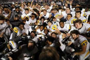 Central Catholic celebrates their 6A championship November 7, 2020 David Hague/PSN